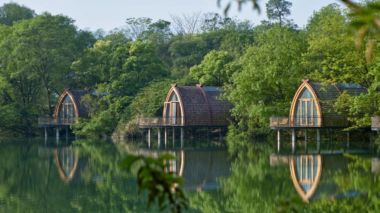 杭州江畔的特色乡村船屋酒店