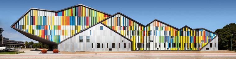 将大师经典的音符涂抹色彩,复刻在立面上——音乐与建筑的融合之