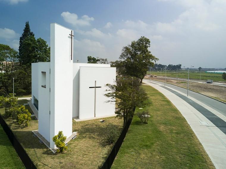 白色的圣塞西莉亚社区教堂-5