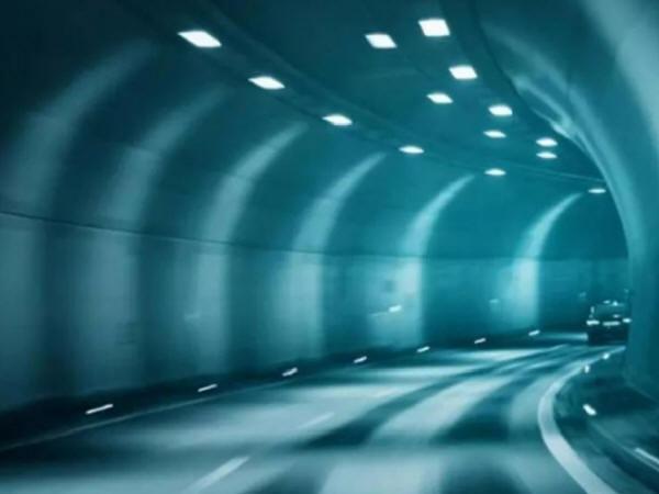 自粘型防水板明钉铺设法在地下隧道中的应用