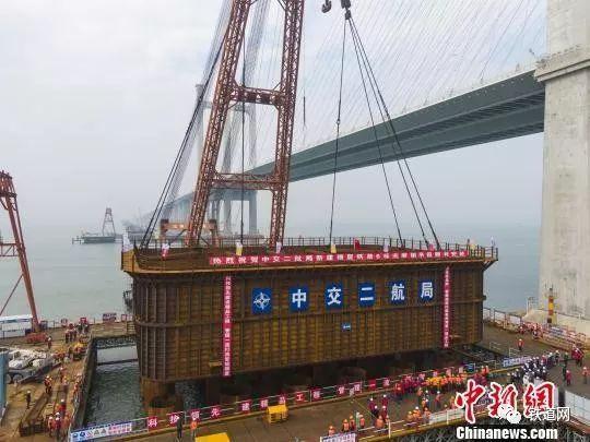 中国首座跨海高速铁路桥即将完成水下桩基施工