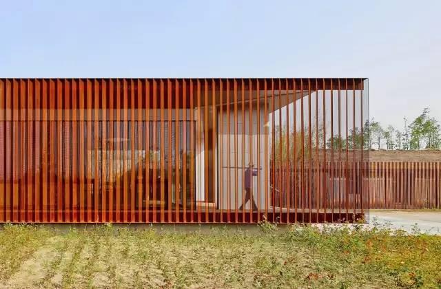 看建筑大师是如何使用锈钢板的?_22