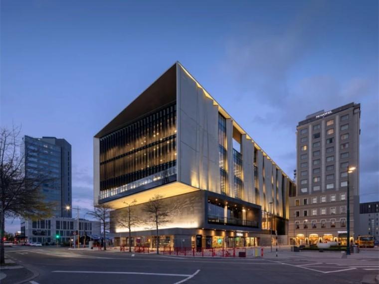 新西兰戴着金色面纱的抗震图书馆