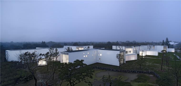 洋溢着烟雨朦胧般江南意蕴的艺术家会所 / 张雷联合建筑事务所