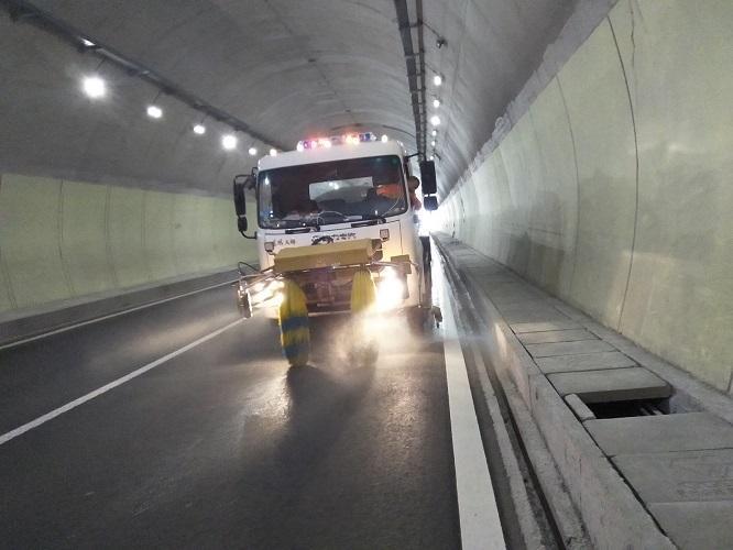 2015年隧道公司养护工作总结(word,15页)