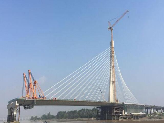 世界单幅最宽钢箱梁斜拉桥全部完成吊装
