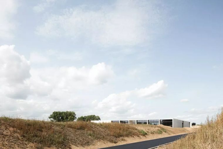 IT产业园规划资料下载-卡恩建筑 | 苍茫大地上的回忆之洲