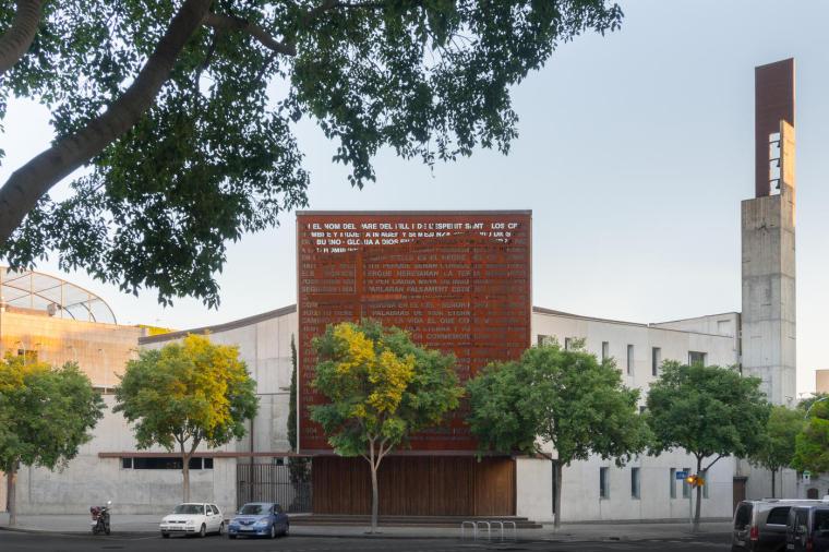西班牙用玫瑰窗传播圣经的小教堂