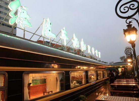 """""""绿皮车记忆"""":马路边上的火车餐厅"""