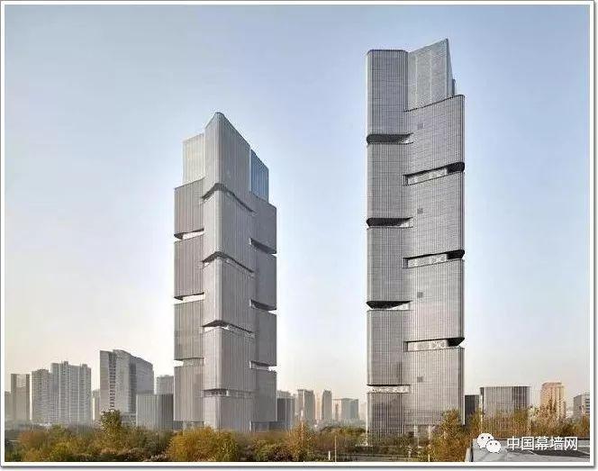 """[工程]25亿建起中原最高""""双子塔"""",绿地中心成就郑州新地标"""