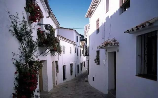 靠4000L油漆就翻了400倍游客量的小村落...
