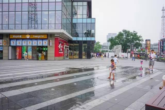 一个单词产生的设计灵感,结果火了北京的商业广场~_17