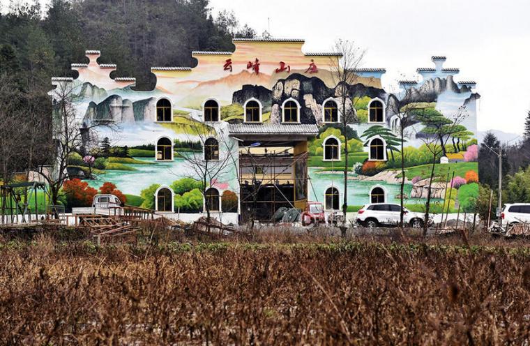 重庆村民荒原上建山庄,外观似祠堂
