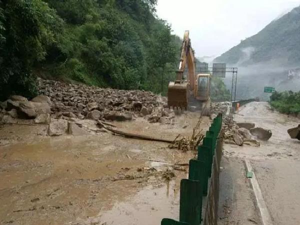 高能预警!雨季来袭,汛期公路养护怎么做?看这里就对了!