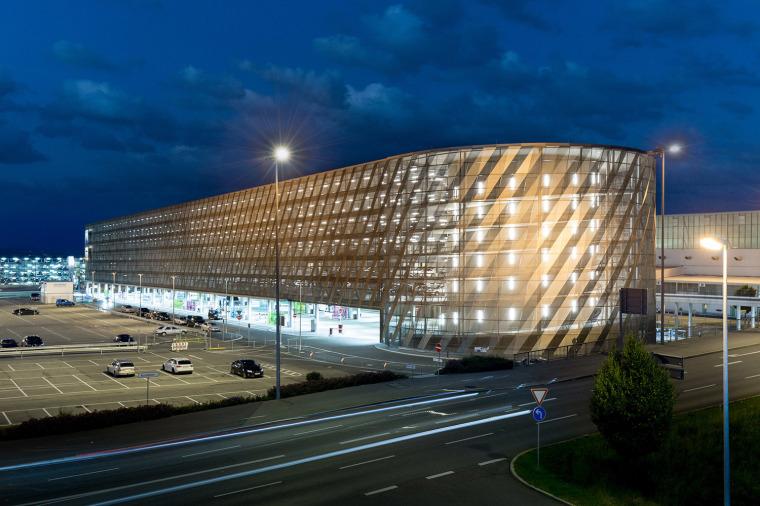 斯图加特机场公交枢纽及停车场建筑-9
