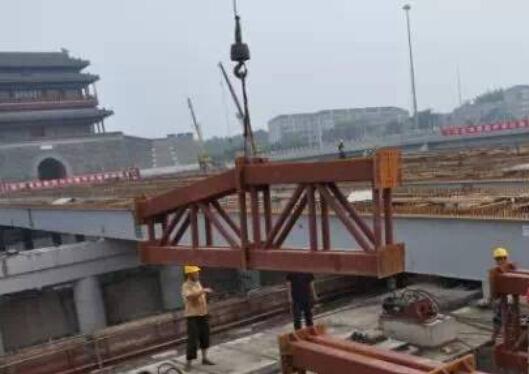 宽幅城市桥梁多箱分体顶推施工工法