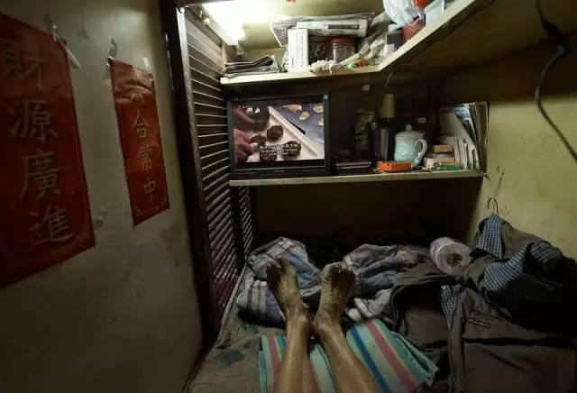 """没见过香港的""""棺材房""""你都不知道住得多幸福_25"""